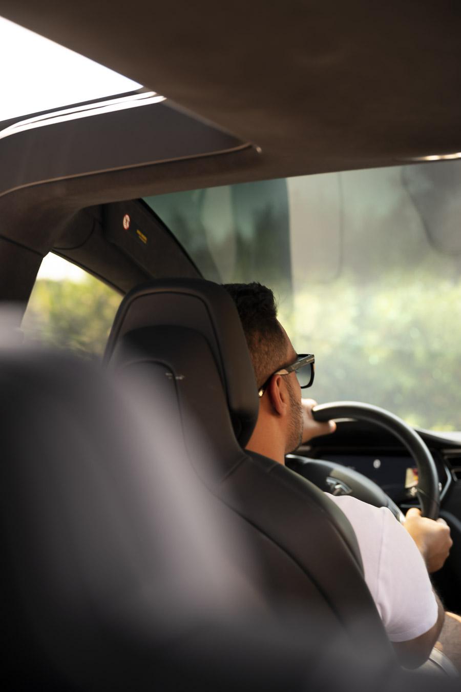 Conducir con tinte de ventana Kavaca